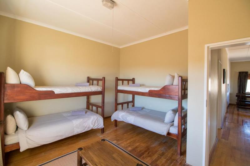 Second bedroom in Embizweni Cottage, Karoo National Park